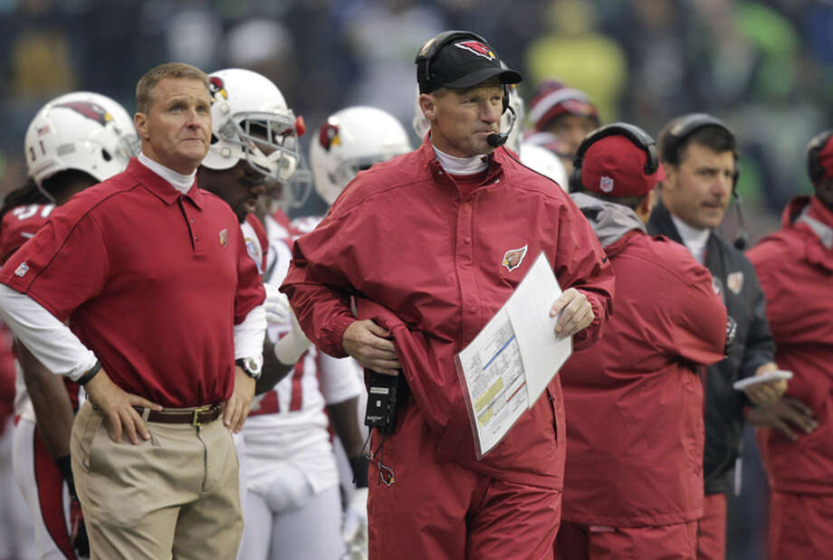 Arizona Cardinals head coach Ken Whisenhunt, center, walks on the sideline during the first quarter of an NFL football game against the Seattle Seahawks in Seattle, Sunday, Dec. 9, 2012. Photo: AP
