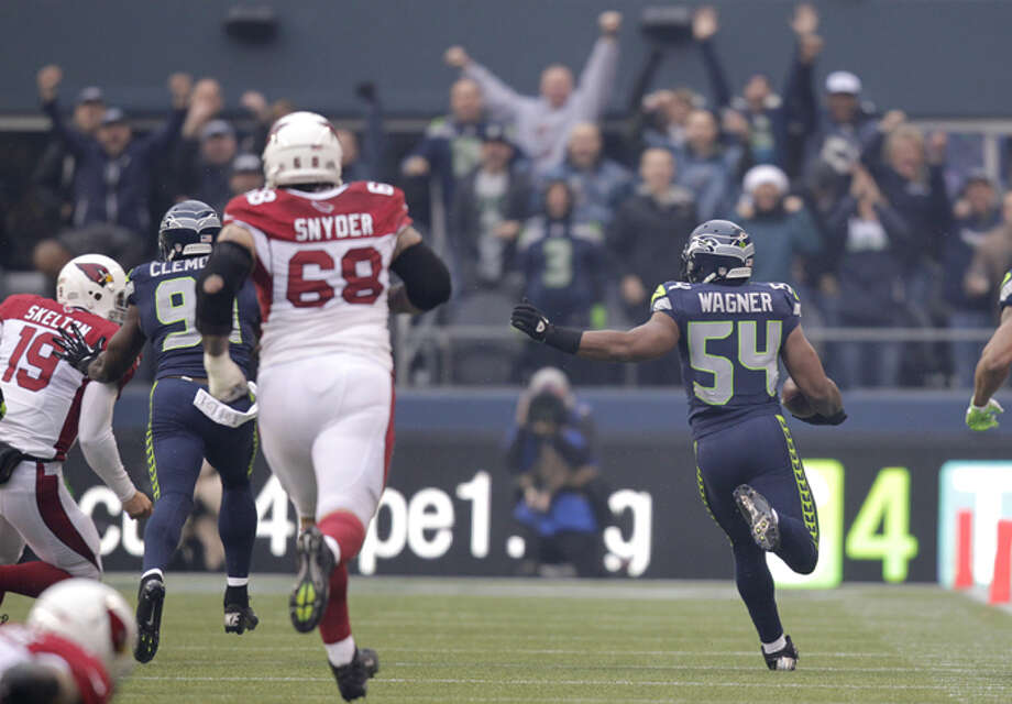 Seattle Seahawks middle linebacker Bobby Wagner (54) returns an interception from Arizona Cardinals quarterback John Skelton (19) during the first quarter of an NFL football game in Seattle, Sunday, Dec. 9, 2012. Photo: AP