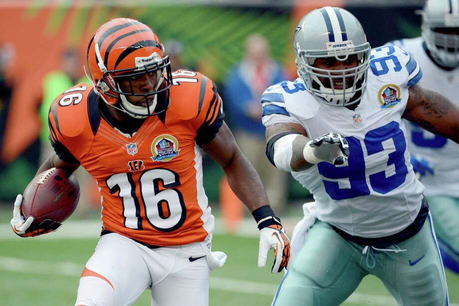 Cincinnati Bengals wide receiver Andrew Hawkins (16) runs past Dallas Cowboys outside linebacker Anthony Spencer (93) for an 8-yard touchdown after catching a pass in the first half of an NFL football game, Sunday, Dec. 9, 2012, in Cincinnati. (AP Photo/Michael Keating) Photo: Michael Keating, Associated Press / FR170759 AP