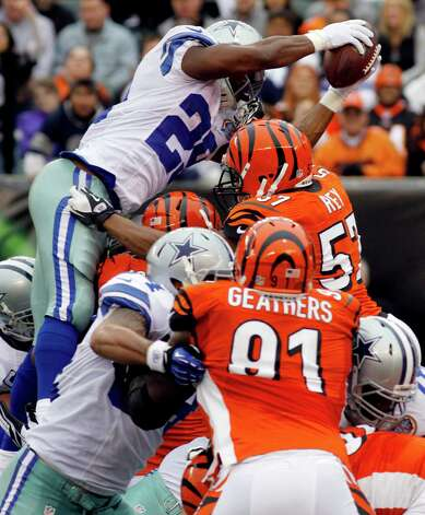 Dallas Cowboys running back DeMarco Murray (29) dives over the goal line for a 1-yard touchdown run in the first half of an NFL football game against the Cincinnati Bengals, Sunday, Dec. 9, 2012, in Cincinnati. (AP Photo/Tom Uhlman) Photo: Tom Uhlman, Associated Press / FR31154 AP