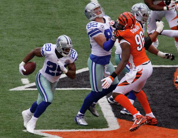 Dallas Cowboys running back DeMarco Murray (29) runs against the Cincinnati Bengals in the first half of an NFL football game, Sunday, Dec. 9, 2012, in Cincinnati. (AP Photo/Tom Uhlman) Photo: Tom Uhlman, Associated Press / FR31154 AP