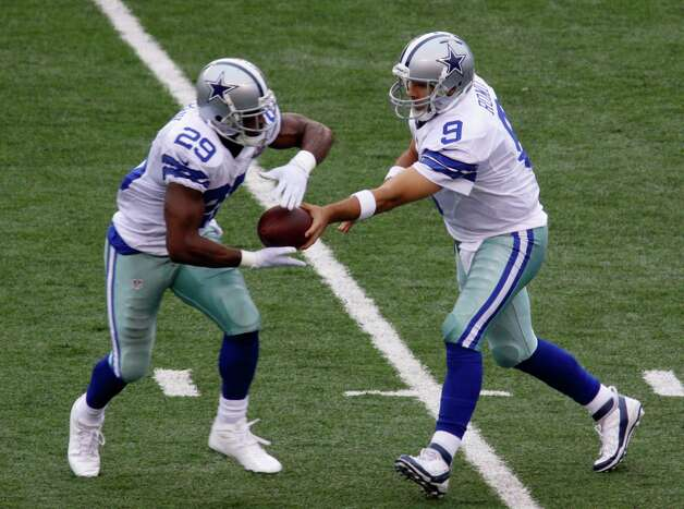 Dallas Cowboys quarterback Tony Romo (9) hands off to Dallas Cowboys running back DeMarco Murray (29) in the first half of an NFL football game against the Cincinnati Bengals, Sunday, Dec. 9, 2012, in Cincinnati. (AP Photo/Tom Uhlman) Photo: Tom Uhlman, Associated Press / FR31154 AP