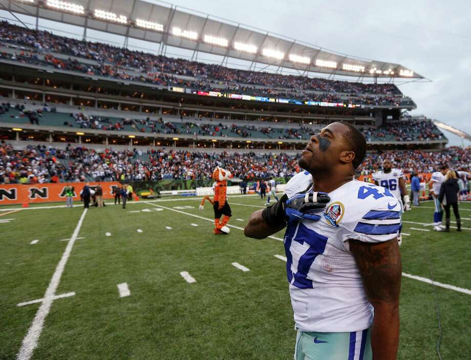 Lawrence Vickers #47 of the Dallas Cowboys celebrates after the game against the Cincinnati Bengals at Paul Brown Stadium on December 9, 2012 in Cincinnati, Ohio. Dallas won 20-19. Photo: Joe Robbins, Getty Images / 2012 Getty Images