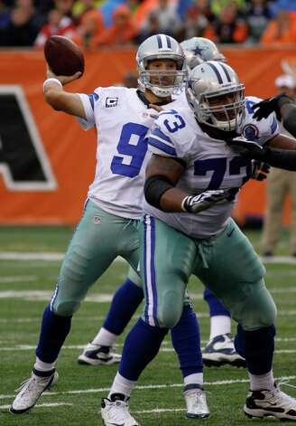 Dallas Cowboys quarterback Tony Romo (9) passes against the Cincinnati Bengals in the second half of an NFL football game, Sunday, Dec. 9, 2012, in Cincinnati. (AP Photo/Tom Uhlman) Photo: Tom Uhlman, Associated Press / FR31154 AP