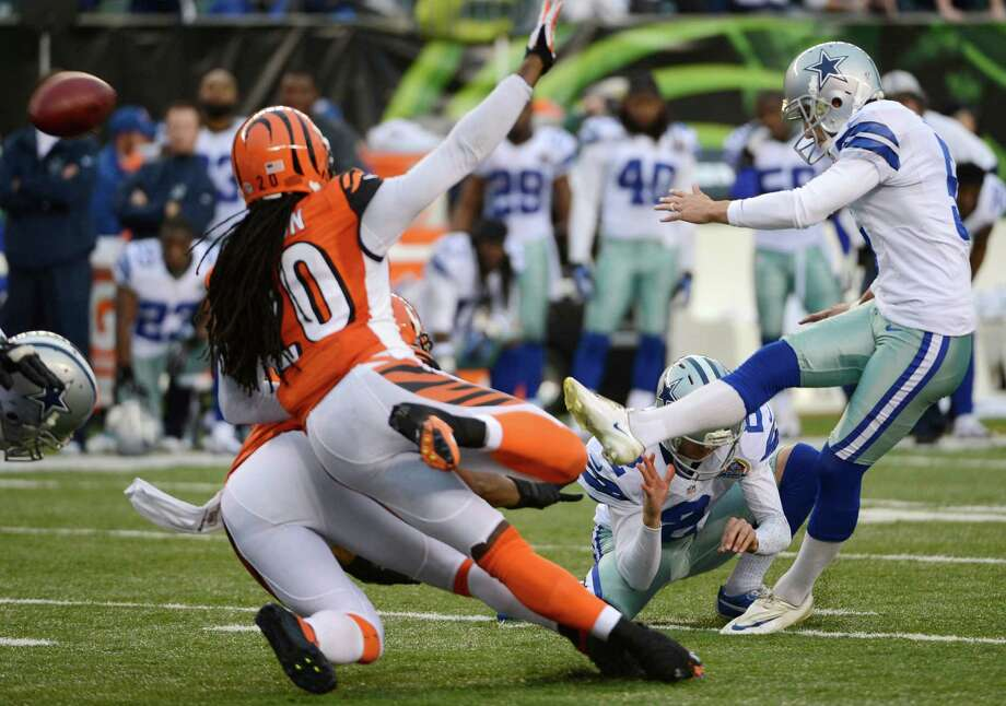 Dallas Cowboys kicker Dan Bailey, right, kicks a 40-yard field goal with four seconds on the clock to give the Cowboys a 20-19 win over the Cincinnati Bengals in an NFL football game, Sunday, Dec. 9, 2012, in Cincinnati. (AP Photo/Michael Keating) Photo: Michael Keating, Associated Press / FR170759 AP