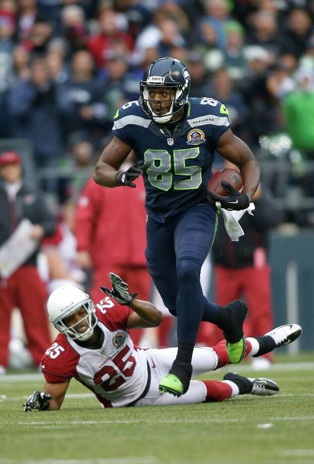 Seattle Seahawks tight end Anthony McCoy (85) runs past Arizona Cardinals free safety Kerry Rhodes (25) during the first quarter of an NFL football game in Seattle, Sunday, Dec. 9, 2012. Photo: AP