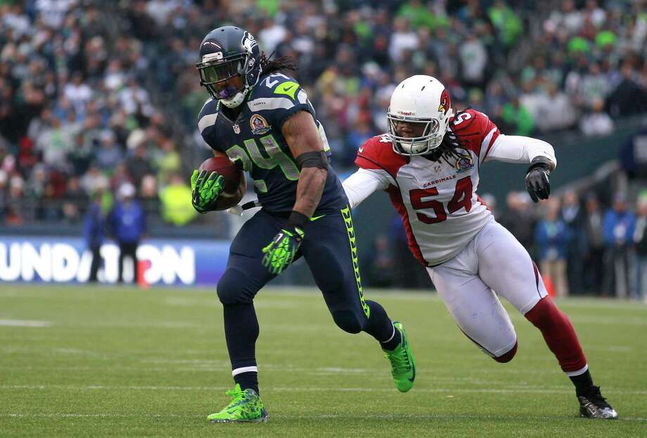 Seattle Seahawks running back Marshawn Lynch (24) runs from Arizona Cardinals outside linebacker Quentin Groves (54) during the first half of an NFL football game in Seattle, Sunday, Dec. 9, 2012. Photo: AP