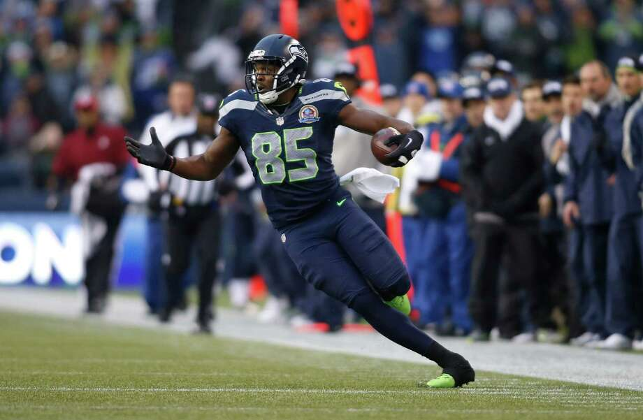 Seattle Seahawks tight end Anthony McCoy (85) runs against the Arizona Cardinals during the first quarter of an NFL football game in Seattle, Sunday, Dec. 9, 2012. Photo: AP