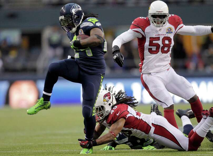 Seattle Seahawks running back Marshawn Lynch (24) runs for a 33-yard touchdown past Arizona Cardinal