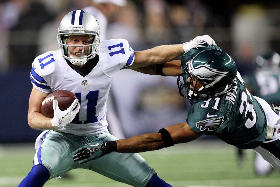 Dallas Cowboys' wide receiver Cole Beasley gets around Philadelphia Eagles' cornerback Curtis Marsh during the first half at Cowboys Stadium in Arlington, Texas, Sunday, Dec. 2, 2012. Photo: Jerry Lara, San Antonio Express-News / © 2012 San Antonio Express-News