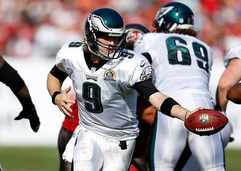 TAMPA, FL - DECEMBER 09:  Quarterback Nick Foles #9 of the Philadelphia Eagles hands the ball off