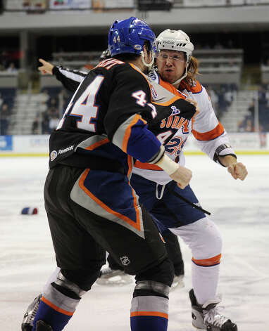 Sound Tigers v. Syracuse AHL hockey at the Webster Bank Arena in Bridgeport on Sunday, December 9, 2012. Photo: Brian A. Pounds / Connecticut Post