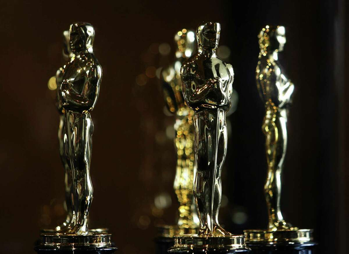 The coming Oscar race could pit FDR against Lincoln, both competing with Alfred Hitchcock for best actor honors. That would be, respectively, Bill Murray, Daniel Day-Lewis and Anthony Hopkins losing themselves in their larger-than-life roles. For a movie year that started sluggishly, it sure has picked up. Fall favorites