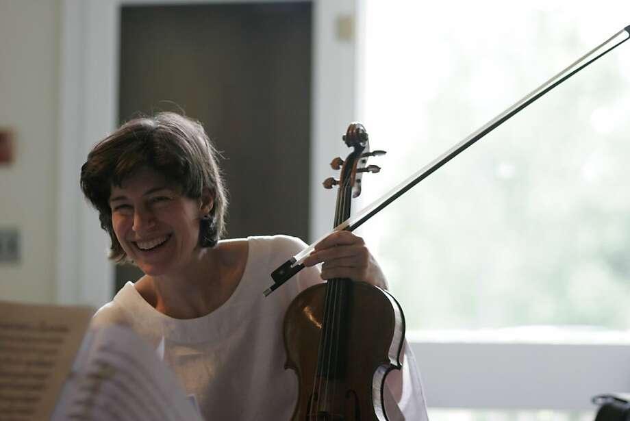 Violinist Kim Kashkashian Photo: Claire Stefani 2008