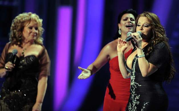 Singers Vikki Carr (L), Olga Tanon, and Jenni Rivera (R) perform onstage during the 9th Annual Latin Grammy Awards held on November 13, 2008 in Houston, Texas. Photo: GABRIEL BOUYS, AFP/Getty Images / AFP