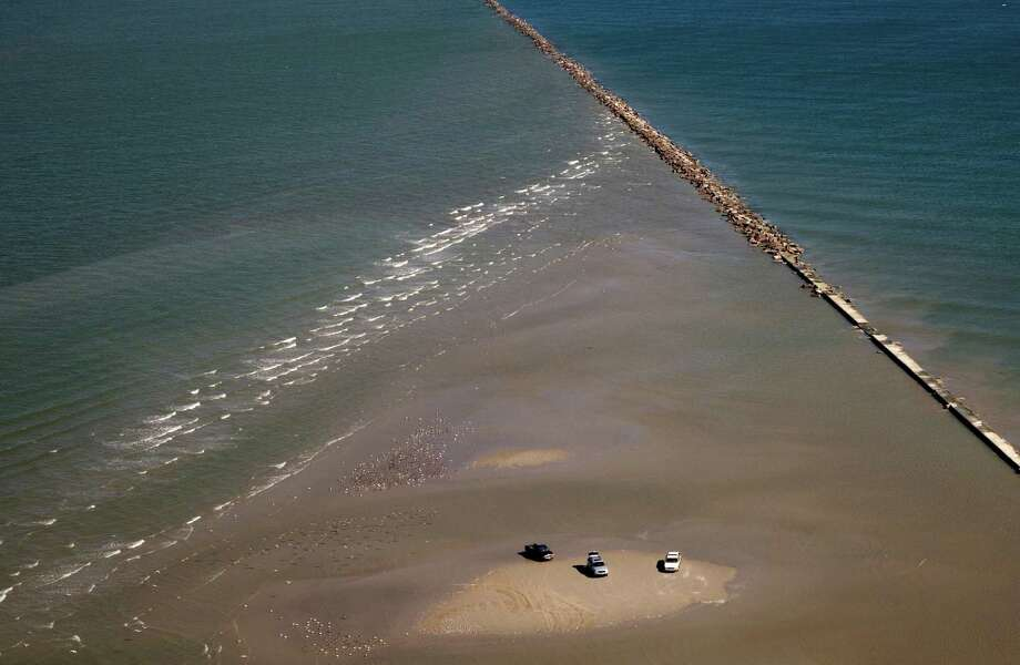 Before Ike, erosion was the main concern at Apffel Park as seen in this image from Oct. 25, 2007, where a rising tide overtakes a sand bar on the east side of the south jetty. Photo: Smiley N. Pool, Houston Chronicle / Houston Chronicle