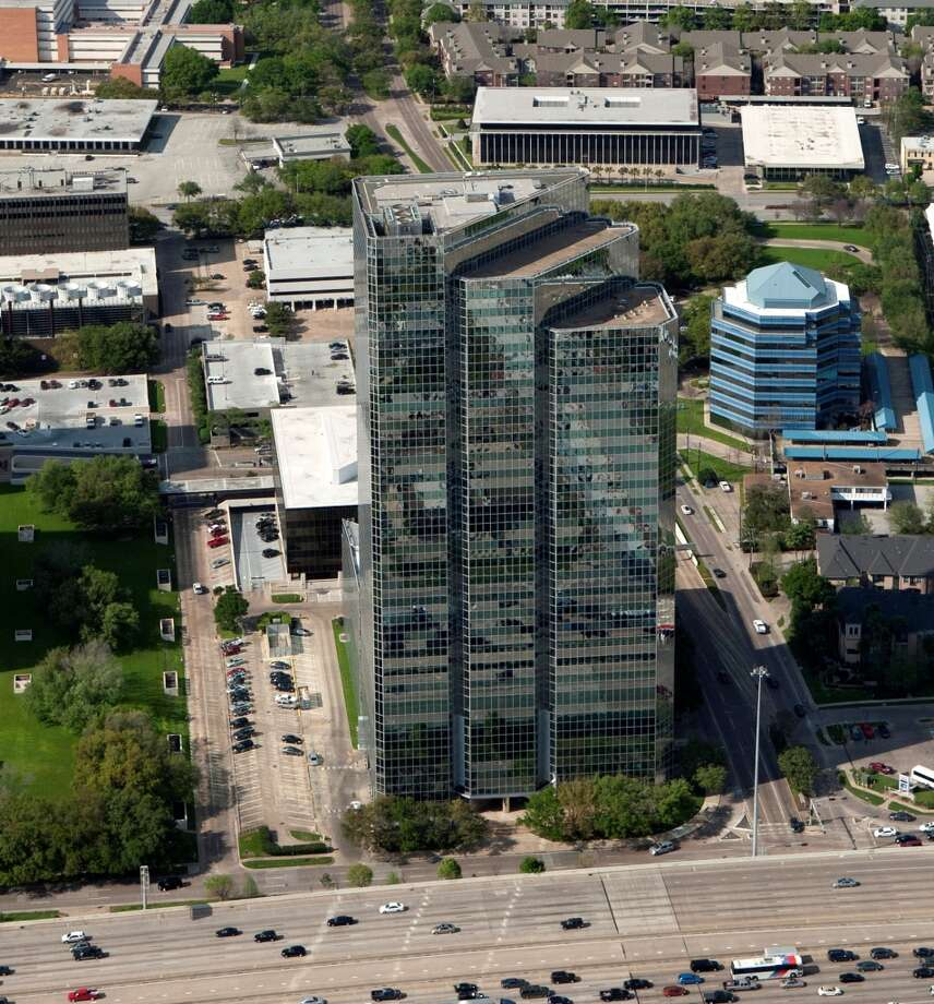 Parkway Properties is buying Phoenix Tower at 3200 Southwest Freeway. (Positive Image / Positive Image)