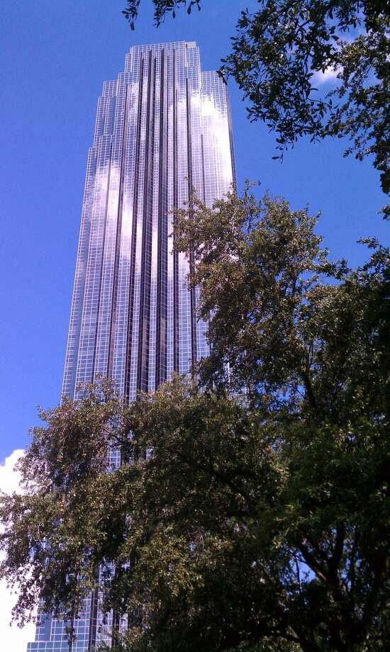 Williams Tower at 2800 Post Oak Blvd. is being sold by a Hines affiliate. (Katherine Feser / Houston Chronicle)