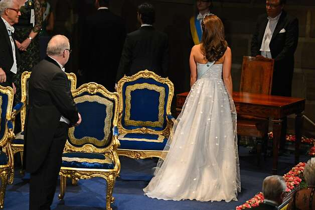 Before the Nobel dinner the Nobel Prize Ceremony takes place:  Princess Madeleine of Sweden (R) leaves at the end of  the Nobel Prize Ceremony at Concert Hall on December 10, 2012 in Stockholm, Sweden. Photo: Pascal Le Segretain, Getty Images