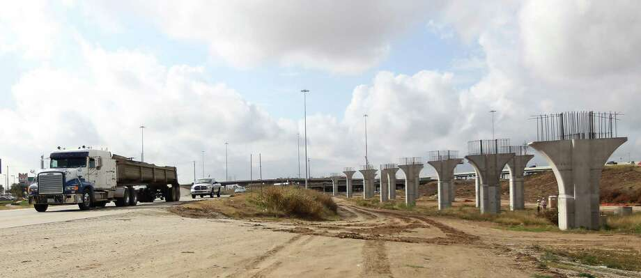 Signs of road construction and slow traffic, like that here in the U.S. 290 and North Loop interchange, will become more common next year as U.S. 290 is widened. Photo: Karen Warren, Staff / © 2012  Houston Chronicle