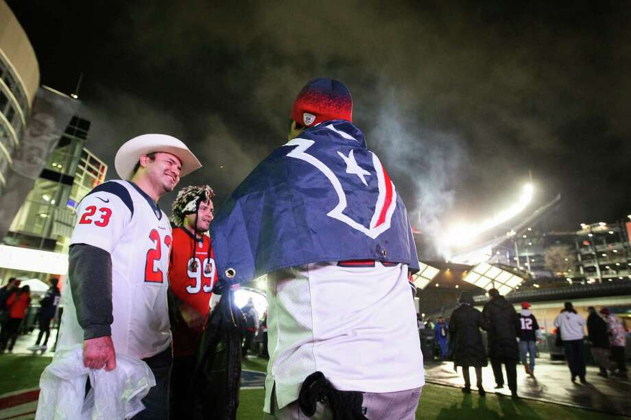 Texans fans gather outside Gillette Stadium before the Texans face the New England Patriots. Photo: Nick De La Torre, Houston Chronicle / © 2012  Houston Chronicle