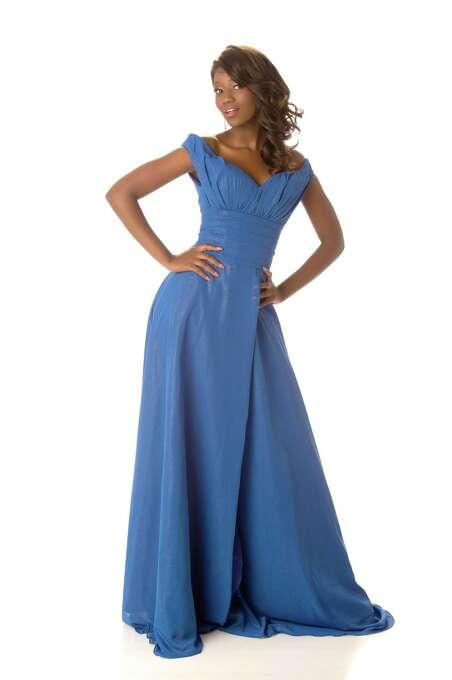 Miss Botswana 2012, Sheillah Molelekwa, poses in her evening gown. Photo: Matt Brown, Miss Universe Organization / Miss Universe Organization