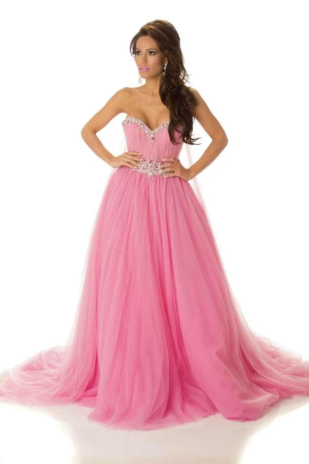 Miss Honduras 2012, Jennifer Andrade, poses in her evening gown. Photo: Matt Brown, Miss Universe Organization / Miss Universe Organization