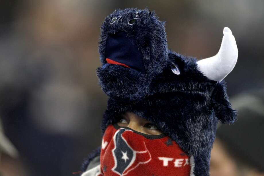 Texans fans bundle up before the a Monday Night Football game at Gillette Stadium. (Brett Coomer / Houston Chronicle)
