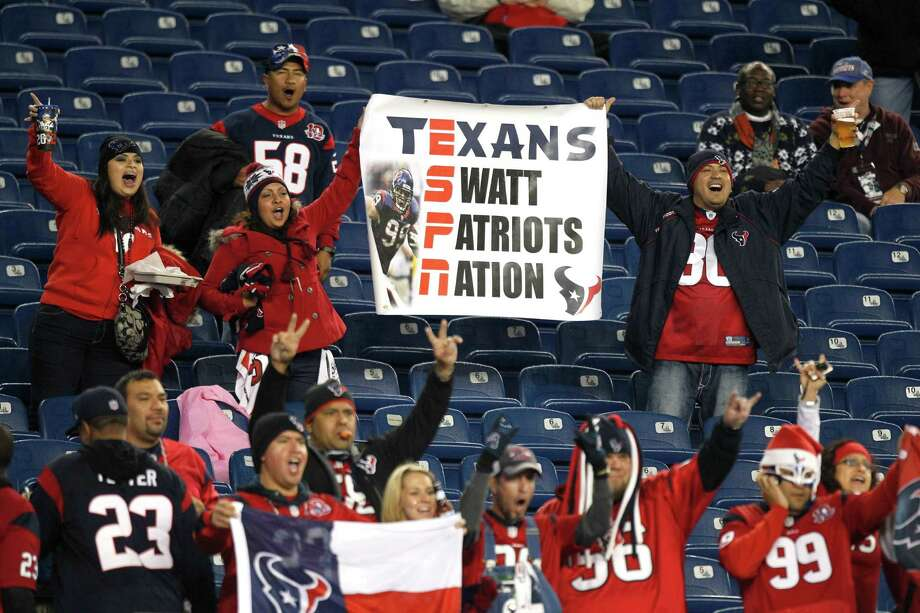 Houston Texans fans cheer as their team warms up before the game. Photo: Brett Coomer, Houston Chronicle / © 2012  Houston Chronicle