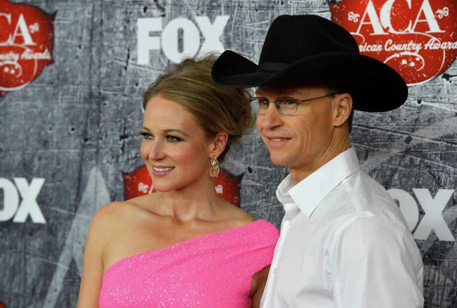 (L-R) Singer Jewel and rodeo cowboy Ty Murray arrive. Photo: Frazer Harrison, Getty Images / 2012 Getty Images
