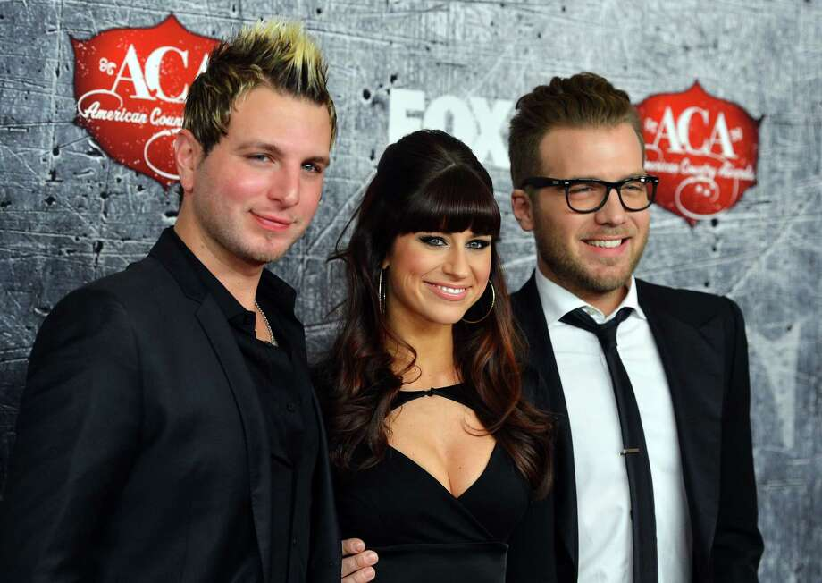 L-R) Mike Gossin, Rachel Reinert and Tom Gossin of Gloriana arrive. Photo: Frazer Harrison, Getty Images / 2012 Getty Images