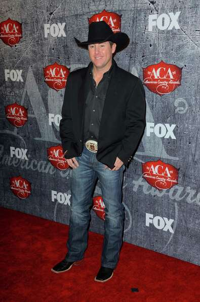 Comedian Rodney Carrington arrives.