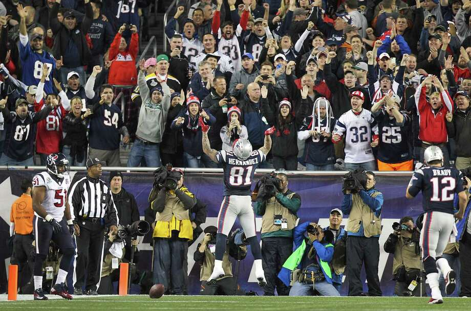 New England Patriots tight end Aaron Hernandez (81) celebrates after scoring on a touchdown pass from Tom Brady during the second quarter. Photo: Nick De La Torre, Houston Chronicle / © 2012  Houston Chronicle
