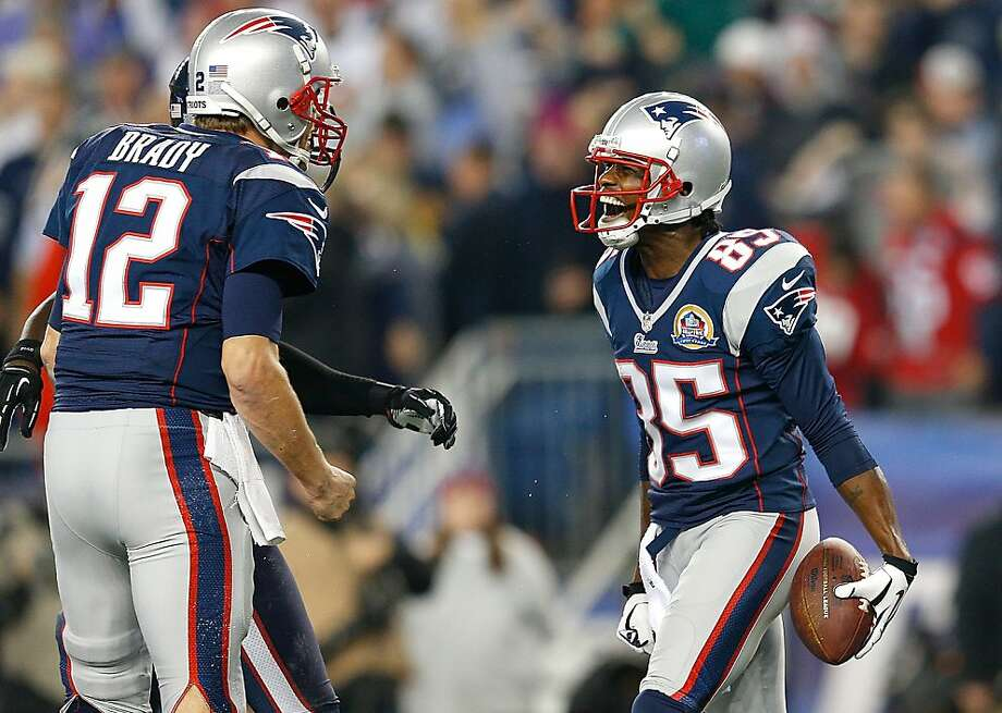 Tom Brady threw four touchdown passes, including a 37-yarder to Brandon Lloyd (No. 85), as the Patriots routed the Texans 42-14 and moved to one game back of the conference's top seed. Photo: Jim Rogash, Getty Images