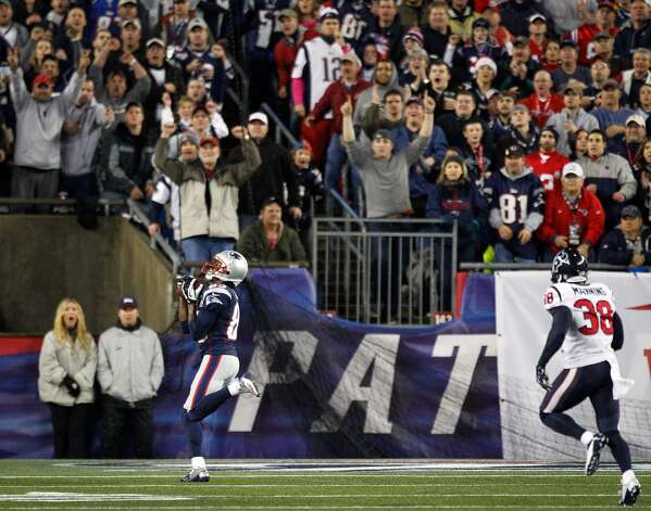 New England Patriots wide receiver Brandon Lloyd (85) catches a 37-yard touchdown pass as Houston Texans free safety Danieal Manning (38) trails during the first quarter. (Brett Coomer / Houston Chronicle)