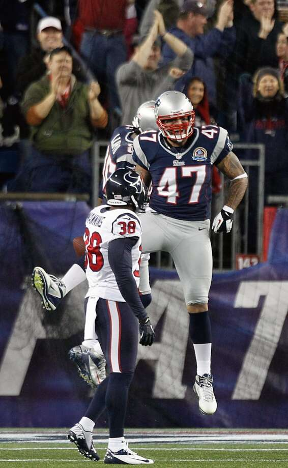 New England Patriots tight end Michael Hoomanawanui (47) celebrates with Brandon Lloyd as Houston Texans free safety Danieal Manning (38) looks on after Lloyd scored on a touchdown pass during the first quarter. (Brett Coomer / Houston Chronicle)