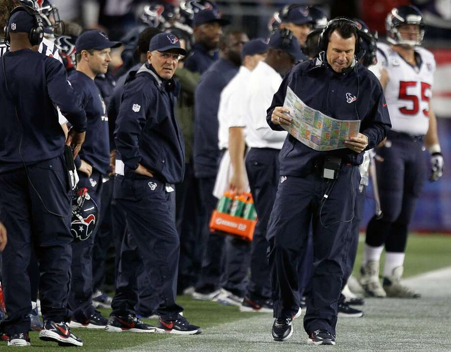 Houston Texans head coach Gary Kubiak paces the sidelines during the first quarter. (Brett Coomer / Houston Chronicle)