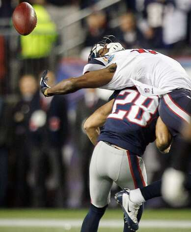 Patriots strong safety Steve Gregory (28) breaks up a pass intended for Texans wide receiver Lestar Jean (18) during the second quarter. (Brett Coomer / Houston Chronicle)