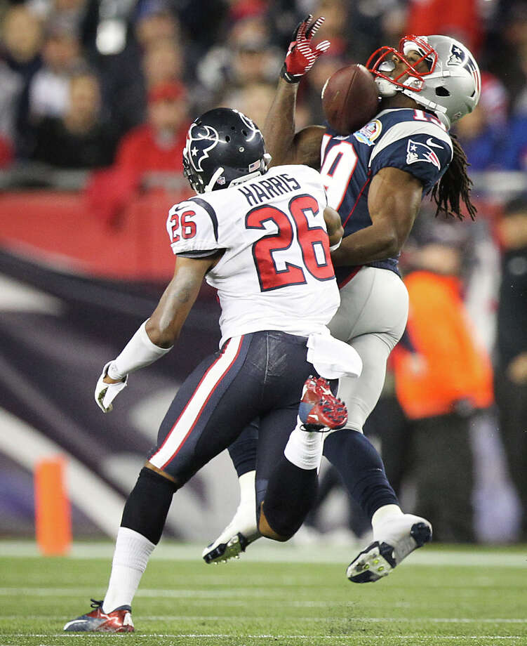 New England Patriots wide receiver Donte' Stallworth (19) pulls in a pass as Houston Texans defensive back Brandon Harris (26) defends during the third quarter. Photo: Nick De La Torre, Houston Chronicle / © 2012  Houston Chronicle