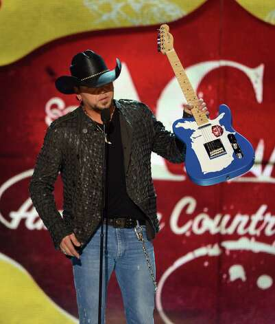 Musician Jason Aldean accepts the Touring Artist of the Year award onstage. Photo: Mark Davis, Getty Images / 2012 Getty Images