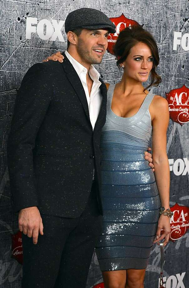 San Francisco Giants pitcher Barry Zito (L) and his wife Amber Seyer arrive. Photo: Frazer Harrison, Getty Images