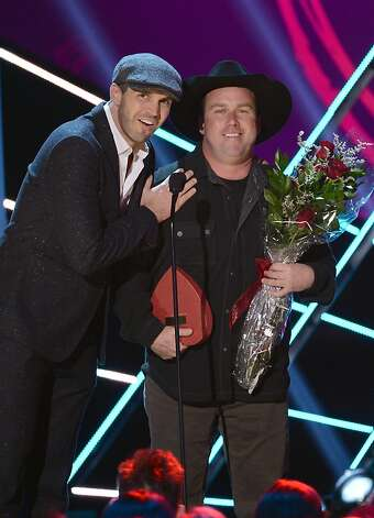 Presenters Barry Zito and Rodney Carrington speak onstage. Photo: Mark Davis, Getty Images