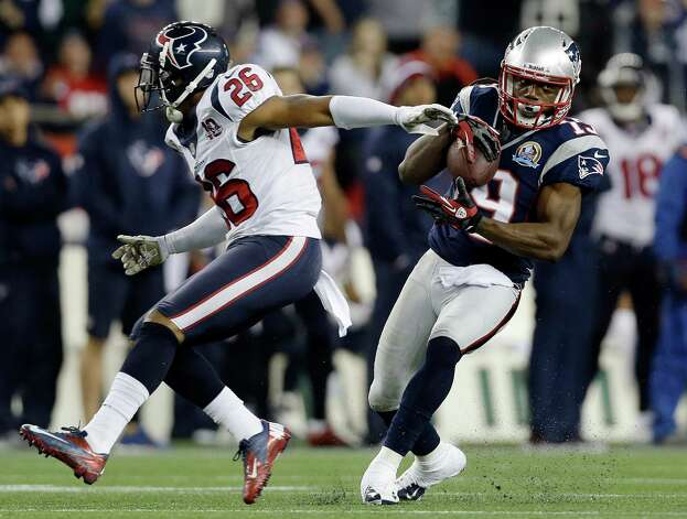 New England Patriots wide receiver Donte' Stallworth (19) eludes Houston Texans defensive back Brandon Harris (26) after a catch and before running it in for a touchdown after a catch and run during the third quarter of an NFL football game in Foxborough, Mass., Monday, Dec. 10, 2012. (AP Photo/Elise Amendola) Photo: Elise Amendola, Associated Press / AP
