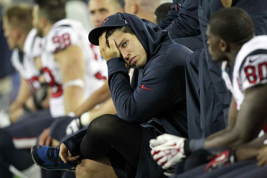 Texans inside linebacker Brian Cushing sits on the sideline during fourth quarter of loss to the New England Patriots. Photo: Nick De La Torre, Houston Chronicle / © 2012  Houston Chronicle