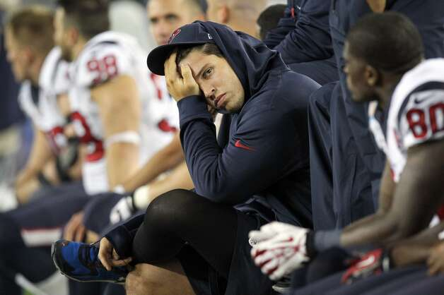 Texans inside linebacker Brian Cushing sits on the sideline during fourth quarter of loss to the New England Patriots. (Nick de la Torre / Houston Chronicle)