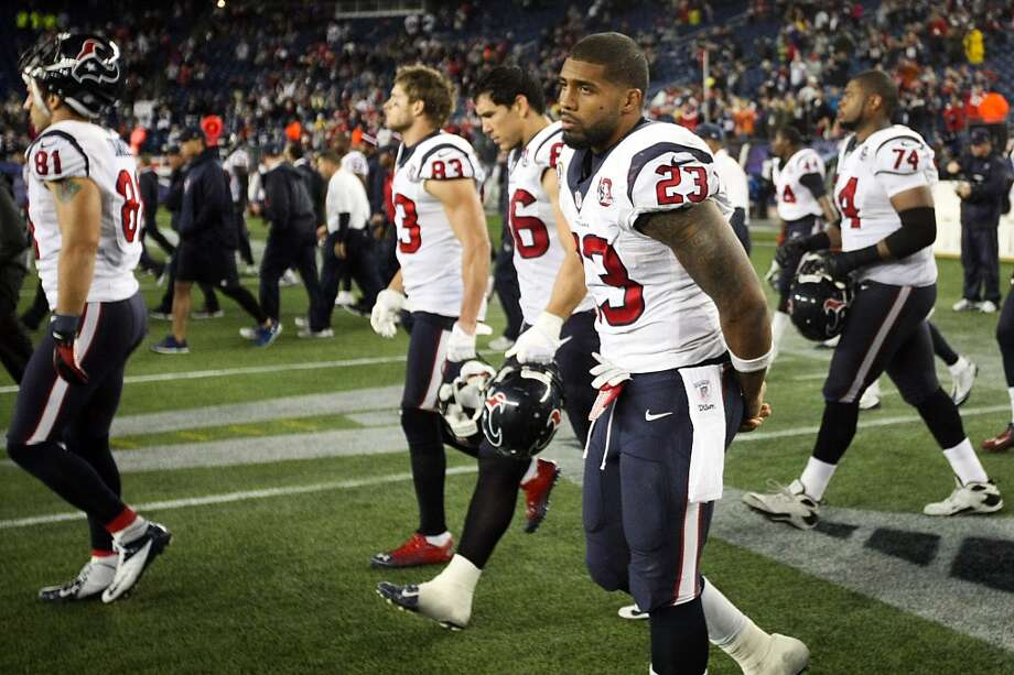 Texans running back Arian Foster (23) walks off the field following a loss to the New England Patriots. (Nick de la Torre / Houston Chronicle)