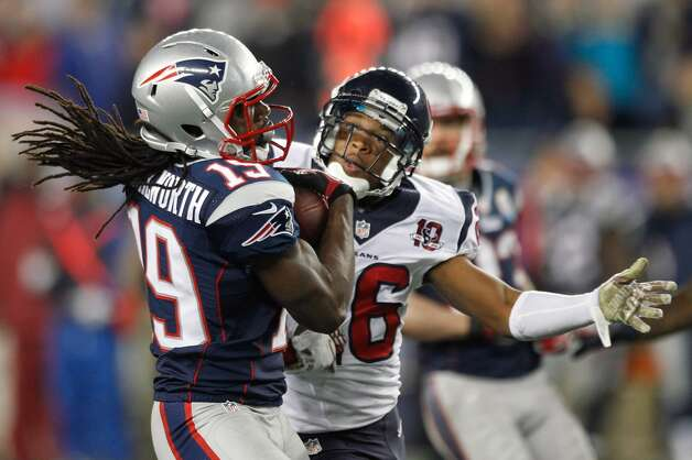 New England Patriots wide receiver Donte' Stallworth (19) makes a catch in front of Houston Texans defensive back Brandon Harris (26) and broke away for a 63-yard touchdown. (Brett Coomer / Houston Chronicle)