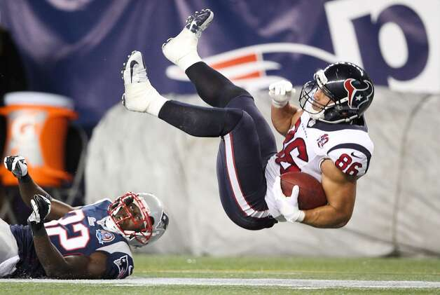 Texans fullback James Casey (86) is upended by Patriots free safety Devin McCourty (32) during the third quarter. (Nick de la Torre / Houston Chronicle)