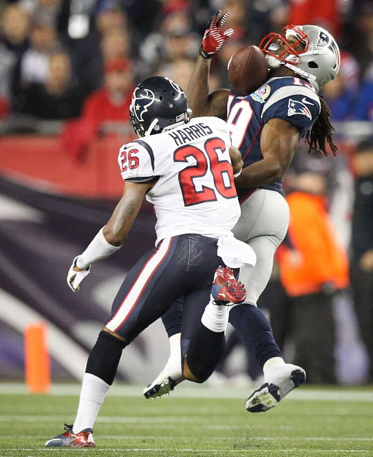 Patriots wide receiver Donte' Stallworth (19) pulls in a pass for a 63-yard touchdown as Houston Texans defensive back Brandon Harris (26) defends during the third quarter. (Nick de la Torre / Houston Chronicle)