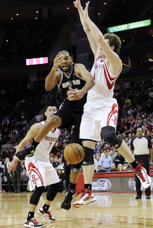 San Antonio Spurs' Tim Duncan, center, loses the ball under pressure from Houston Rockets' Omer Asik (3) as Jeremy Lin (7) watch in the second half of an NBA basketball game, Monday, Dec. 10, 2012, in Houston. The Spurs won in overtime 134-126. (AP Photo/Pat Sullivan) (Associated Press)